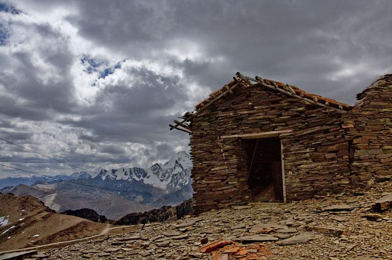 Cabañas abandonadas en la punta.